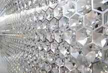 Swarovski® contemporain / Swarovski est la marque leader des plus beaux ornements en cristal depuis 1895. Elle est reconnue dans le monde entier pour son excellence en matière d'innovation et pour sa collaboration avec des designers et des marques célèbres dans les secteurs de la mode, des bijoux, des accessoires, de la décoration d'intérieur et des luminaires.