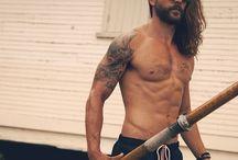 Ricuritas YUMMY / Hombre + tatuaje + barbas + abs