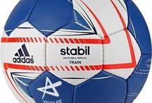Piłki ręczne / W naszej ofercie znajdziecie także piłki ręczne dostarczane przez takich producentów jak między innymi Adidas, Spokey, Allright.