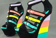 Schuhe mit Keilabsätzen