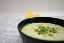 Kefir Rezepte / Eine herrlich lecker würzige Avocado Suppe mit Milchkefir aus echten aktiven Kefirknollen.