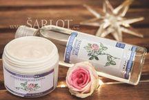 Přírodní kosmetika, aromaterapie / Přírodní kosmetika postavená na základě aromaterapie, s cenným bioaktivním složením, která je mimořádně šetrná k pokožce a přitom nabízí vynikající působení a péči.