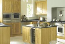 Solid Oak Shaker Kitchens / A modern classic, shaker style oak kitchen with solid oak frames and veneered oak centre panels.