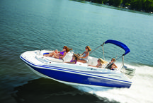 Hurricane Sundeck Sport Outboard Models / When you're looking for a family boat - look no further than HURRICANE! Our boats play hard and perform well, trip after trip, year after year, no matter what adventure you have in mind. Hurricane's SunDeck, SunDeck Sport and FunDeck lines have you covered! #hurricaneboats #NGG #Nautic Global Group #nauticglobalgroup #Ilovemyboat