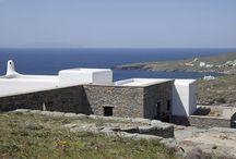 Villa Capari #Tinos #Greece #Island / Villa Capari est une propriété d'exception se trouvant sur l'île de Tinos, à proximité de Mykonos et de l'île sacrée de Délos. Elle se trouve dans une parcelle de 5700 m² dans une péninsule fermée privée unique de 115 000 m², partagée en seulement 10 résidences. http://www.mygreek-villa.com/fr/rent-villa-search-2/villa-capari-ile-de-tinos-gr%C3%A8ce