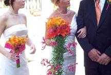 Bukiet ślubny / Wiązankę ślubną należy zawsze mieć, a wcześniej dobrze ją dobrać, gdyż jest ona jednym z najważniejszych atrybutów Panny Młodej. Takim bukietem można też optycznie korygować sylwetkę.