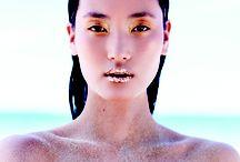 Sunkissed - Nụ hôn của nắng / Có khi nàng lộng lẫy và kiêu sa với môi đỏ, mắt khói. Nhưng cũng có khi nàng trở về với vẻ đẹp thuần khiết và nguyên sơ của mình: Chỉ làn da được mặt trời hôn, chỉ làn môi màu trầm, chỉ mái tóc như của các thủy nữ bước lên từ lòng đại dương. Hãy để vẻ đẹp nguyên bản của nàng hiển lộ rõ nhất dưới mặt trời Hè - See more at: http://www.elle.vn/content/sunkissed-nu-hon-cua-nang-0#sthash.UOR1Q2QM.dpuf