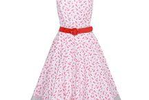 Trachtenkleider Damen Kollektion Frühjahr/Sommer 017 / Da es nicht immer gleich ein Dirndl sein muss, zeigen wir Ihnen hier die Alternative des Trachtenkleids. Eine tolle Möglichkeit, wie man Tracht auch tragen kann!