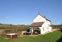 Apple Cottage  / Sleeps 4 in 2 bedrooms - beautiful location looking out onto the fields with private hot tub.