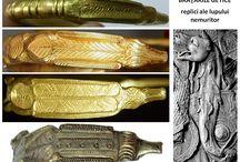 Brăţările getice - replici ale lupului nemuritor / Brăţările getice din aur, argint sau argint aurit reprezintă transpunerea simbolisticii lupului cu trup de şarpe în obiecte magico-religioase