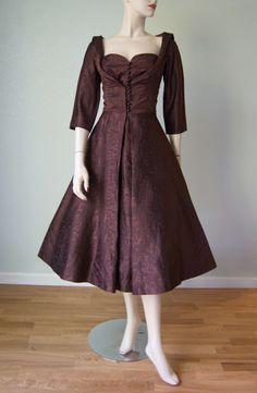 des années 1950 brocart de soie Adele Simpson nouveau Look robe de soirée Cocktail //Layered corsage plissé / / sculpturale large décolleté coupe / / rhum Raisin