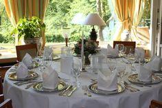 Falls Sie Ihre Party, das Betriebsfest, Ihre Hochzeit oder ähnliches planen, wir sind gerne für Sie da und helfen Ihnen, dieses Event unvergesslich zu machen. Restaurant, Modern, Table Settings, Table Decorations, Party, Furniture, Home Decor, Fine Dining, Wedding