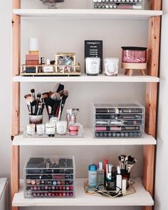 Makeup Organization Vanity Bedrooms Storage 2 organization Fabulous Makeup Storage Design Ideas To Keep Your Makeup Bedroom Storage, Bedroom Decor, Makeup Shelves, Rangement Makeup, Vanity Organization, Bathroom Makeup Storage, Bedroom Organization, Make Up Organization Ideas, Diy Makeup Storage