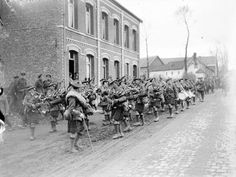 6th Battalion, Gordon Highlanders (51st Division), about to entrain at Fervent 29 March 1918