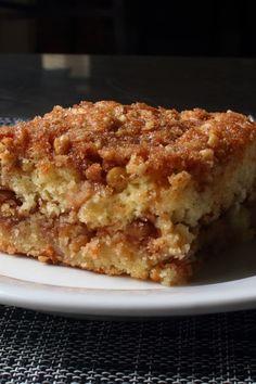 Apple Slab Pie, Apple Crumble Recipe, Baking Recipes, Cake Recipes, Dessert Recipes, New Dessert Recipe, Apple Coffee Cakes, Brunch, Sour Cream Coffee Cake