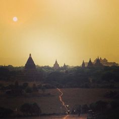 Inspiration pur - Sunsets around the world. Eine einmalige Reise um die Welt! www.reiseinspiration.ch #sunset #aroundtheworld #travel #reisen #weltreise #romantic #bagan #myanmar
