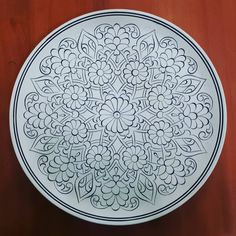 Painted Ceramic Plates, Ceramic Tile Art, Ceramic Painting, Diy Bag Painting, Lotus Painting, Islamic Art Pattern, Pattern Art, Tile Patterns, Mandala Stencils