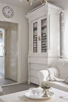 All white decor, shabby chic, Nordic French, and country interior design inspiration! White Cottage, Shabby Chic Cottage, Shabby Chic Homes, Shabby Chic Style, Shabby Chic Decor, Shabby Bedroom, Bedroom Decor, White Armoire, Country Interior Design