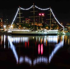 Puerto Madero, the old port of Buenos Aires has been converted in a lively night district. Old Port, Marina Bay Sands, Cry, Old Things, Night, Argentina