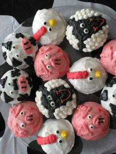 farm animal cupcakes. The chicken looks easy.