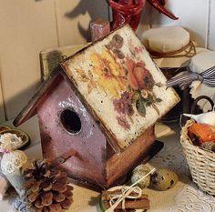 Wooden bird house http://pasijart.com/