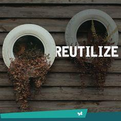 """Jogar o Pneu furado no lixo? De jeito nenhum :) Utilize o pneu para outras coisas, a nossa dica é pendurar e utilizar como um """"vaso"""" para plantas. Quem gostou da ideia? #JardimEntreRios #Reaproveitamento"""