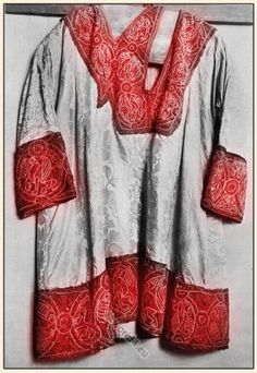 Middle ages coronation mantle. Medieval German nobility costume.