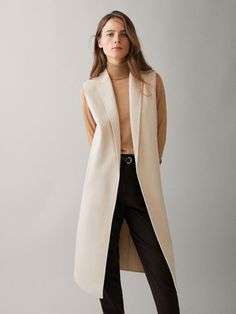 Spring Summer 2018 null´s LAPEL COLLAR WOOL WAISTCOAT at Massimo Dutti for 169. Effortless elegance! Wool Vest, Sleeveless Coat, Long Vests, Mode Hijab, Professional Outfits, Online Clothing Stores, Outerwear Women, Lana, Trench Coats