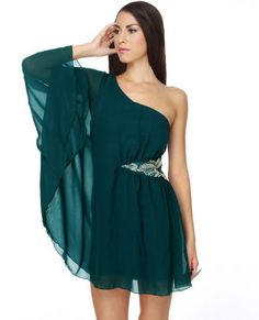 would be gorgeous if it was a one should sleeveless dress. that long flutter sleeve is too weird for me