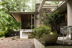 Phildelphia Mid-Century Modern Coveney House designed by architect Richard Neutra
