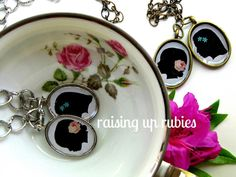 Raising up Rubies: silhouette pendants ♥ using mod podge Asus Notebook, Mod Podge Crafts, Do It Yourself Crafts, Cute Crafts, Diy Crafts, Paper Crafts, Mothers Day Crafts, Simple Gifts, Cool Diy Projects
