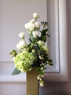 Zoé.  Lysianthus, symphorine, baies et hortensia