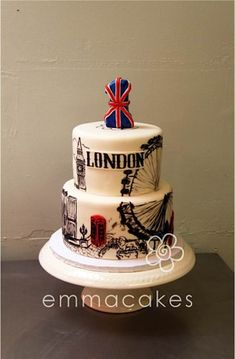 What an AWESOME London cake! - Sunday Sweets: Around the World in 80Days