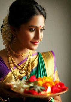 Warm-Maharashtrian-bridal-look