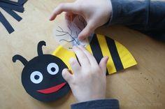 Pszczółka z papierowego talerzyka.