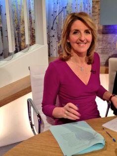 Kaye Adams from #loosewomen #lwstyle in #divacatwalk Faversham #dress in #purple