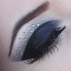 Sparkling & dramatic evening makeup