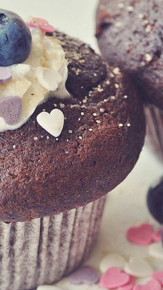 Chocolate cupcakes with frosting,blue berry and some hearts Chocolate Desserts, Chocolate Cake, Hd Wallpaper Quotes, Wallpapers, Cupcake Boutique, Good Bakery, Love Bites, Love Cupcakes, Smoothie Recipes
