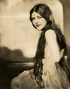 Lota Cheek has been captured as an angel within this stunningly real portrait taken by George Maillard Kesslere in Lota's gown is recognisable from the with its loose flowing effortless, maximised sheerness and glowing playfulness. Antique Photos, Vintage Pictures, Vintage Photographs, Vintage Images, Old Photos, Vintage Photos Women, Vintage Models, Victorian Photos, Vintage Abbildungen