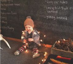 How To Do a Simple DIY Holiday Photo Shoot With Your Baby #christmas #baby #photos