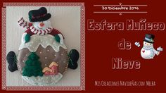 Esfera Muñeco de Nieve / Rosca de Reyes Felt Decorations, Craft Tutorials, Snow Globes, Diy And Crafts, Crochet Hats, Christmas Ornaments, Cool Stuff, Holiday Decor, How To Make