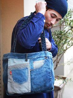 カジュアルなデニムのパッチワークと 上質なレザーのトートバッグ! デニム雑貨の通販 デニムバッグなどデニム小物の販売|araiyan|商品詳細 Denim Purse, Denim Jeans, Love Jeans, Jean Crafts, Denim Crafts, Jean Purses, Purses And Bags, Recycled Fashion, Love Sewing