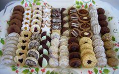 Traditional Europian Christmas cookies Cookies Box, Holiday Cookies, Holiday Treats, Christmas Treats, Holiday Recipes, Bakery Recipes, Cookie Recipes, Dessert Party, Cupcake Arrangements