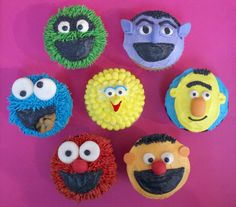 Sesame Street Cupcakes - Find more Sesame Street Birthday Party Ideas at http://www.birthdayinabox.com/party-ideas/guides.asp?bgs=68