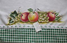 Pano de prato de algodão branco, pintado a mão livre e acabamento com barrado de tecido. <br> <br>Frete por conta do cliente.