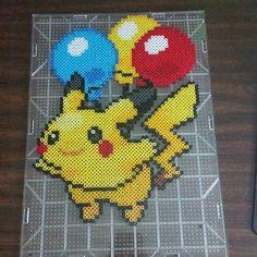 Balloon Pikachu - Pokemon perler beads by pkmnmastertash Crafts To Do, Hobbies And Crafts, Bead Crafts, Diy Crafts, Perler Bead Templates, Perler Patterns, Fuse Beads, Hama Beads, Pokemon Jewelry