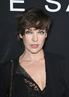 Milla-Jovovich-Messy-Short-Hair Trendy Celebrity Short Hairstyles You'll Want to Copy Milla Jovovich, Celebrity Short Hair, Celebrity Hairstyles, Messy Hairstyles, Jaimie Alexander, Messy Short Hair, Short Hair Cuts, Maquillage Smoky Eye, Hair Without Bangs