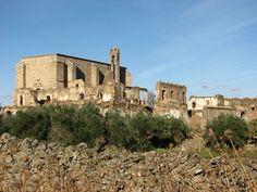 Vista exterior del convento abandonado de Garrovillas.
