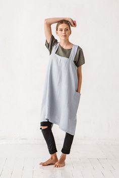 The Camey linen pinafore square apron (dusty blue)