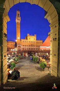 Siena, Piazza del Campo and Palazzo Pubblico, province of Siena , Tuscany